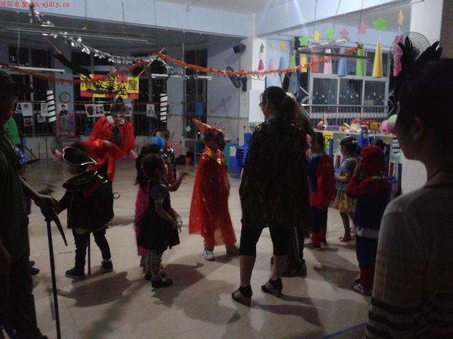 潜龙幼儿园在万圣之夜,群魔狂欢,百鬼乱舞,师生魔鬼一园
