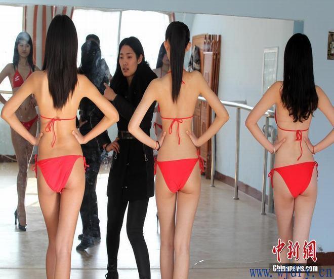 山东潍坊高三模特女生清凉上阵备战艺考