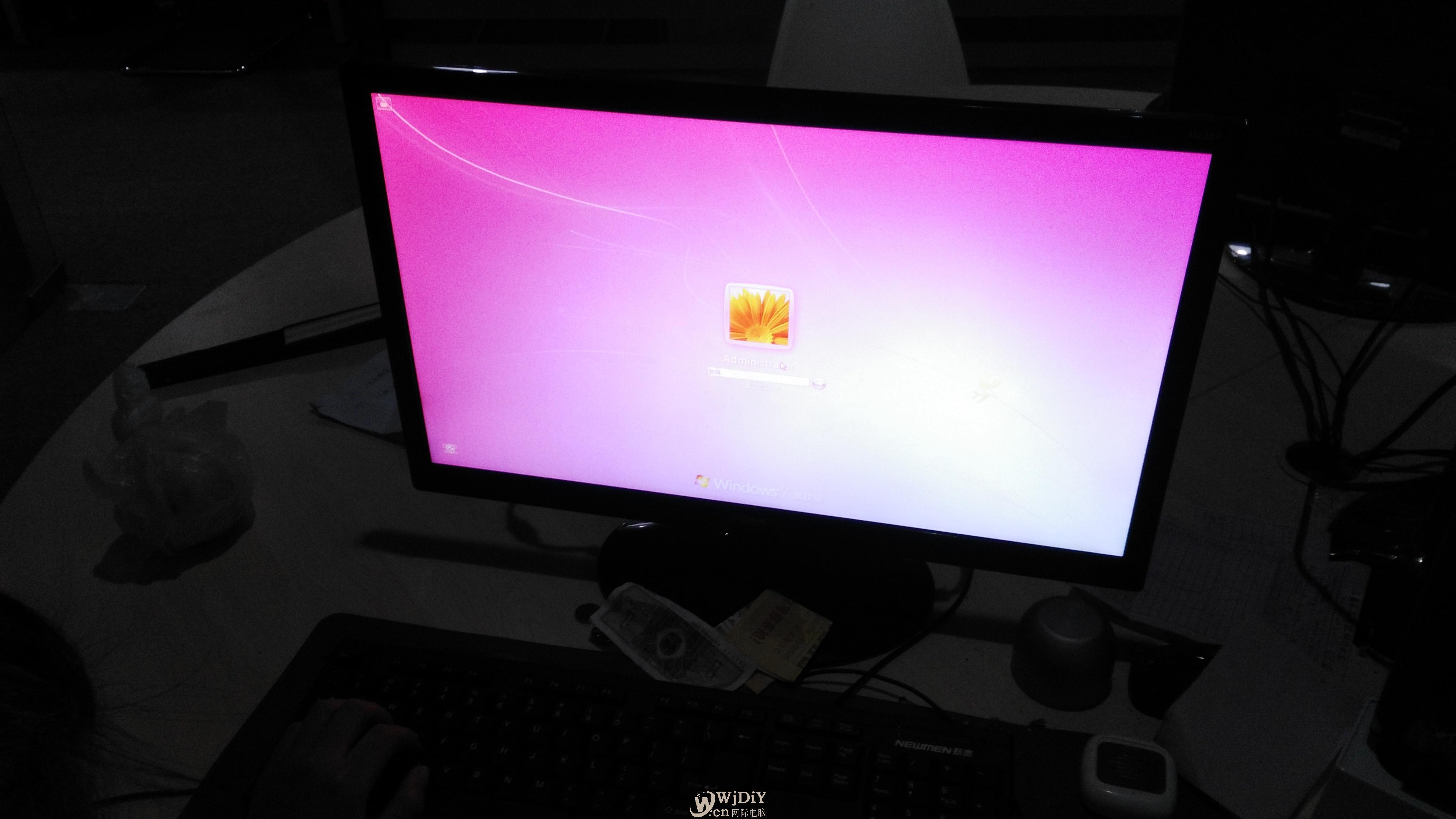 240寸国产显示器开机就泛红色?