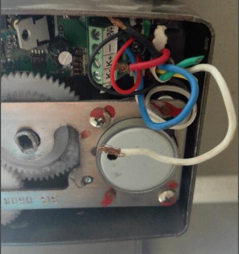 单元大门电机锁坏了怎么修及更换