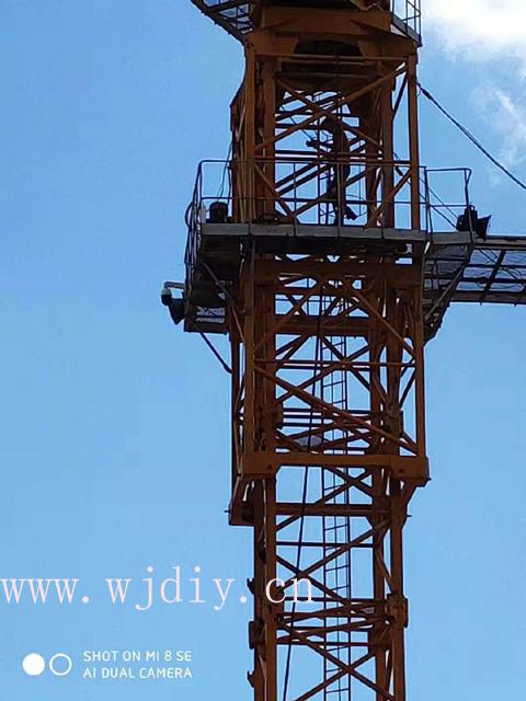 龙光城工程工地吊塔上安装网络监控